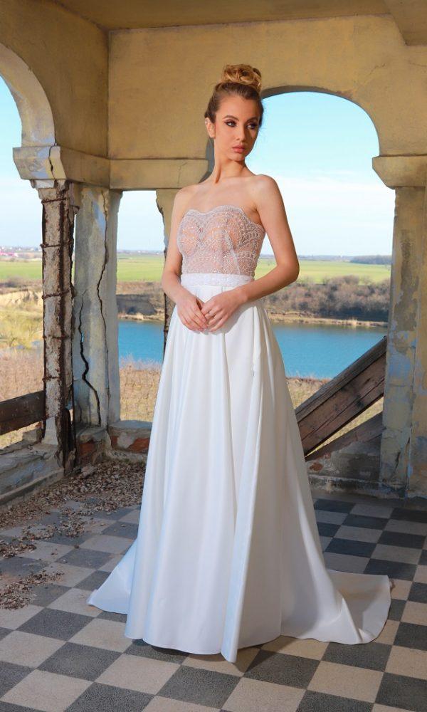 Anastasia rochie de mireasa tip printesa cu corset din tulle si broderie aplicata manual este perfecta pentru accesorizarea look-ului dvs.