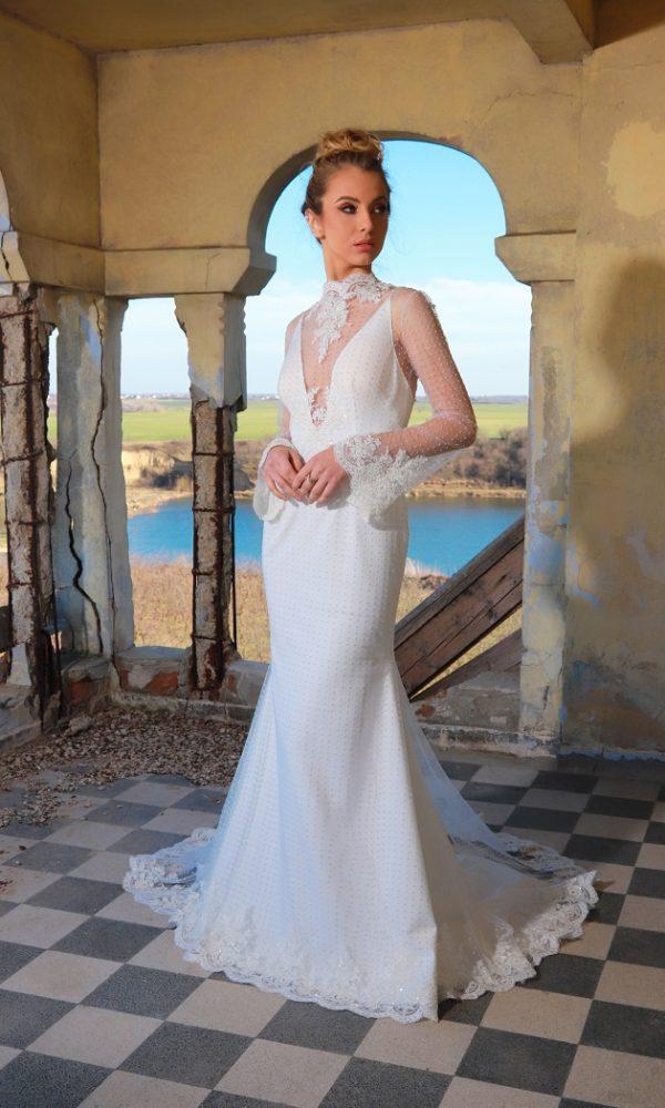 Emma rochie de mireasa - Subtil sexy, dar total incredibila, aceasta rochie de mireasa cu maneci si trena lunga este cu adevarat unica.