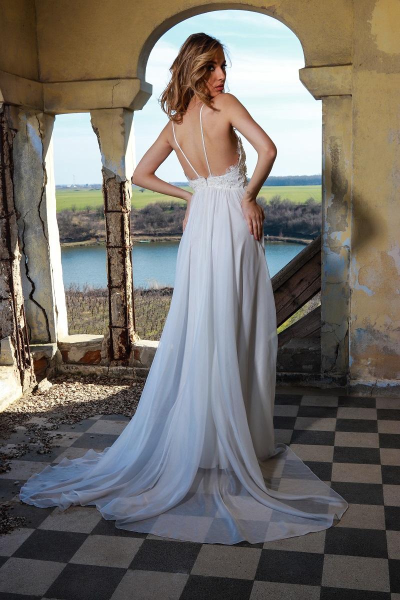 Gabrielle rochie de mireasa simpla a fost creata special pentru femeia care viseaza la o nunta pe malul marii