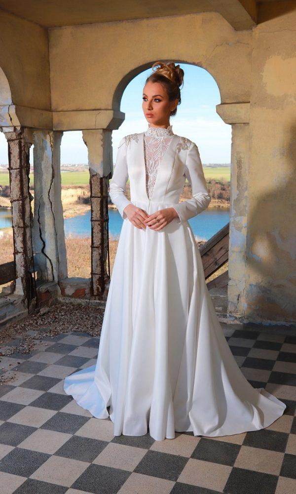 Ruby rochie de mireasa tip printesa aduce un plus de modernism si iti pune in valoare bustul datorita dantelei aplicate pe linia decolteului