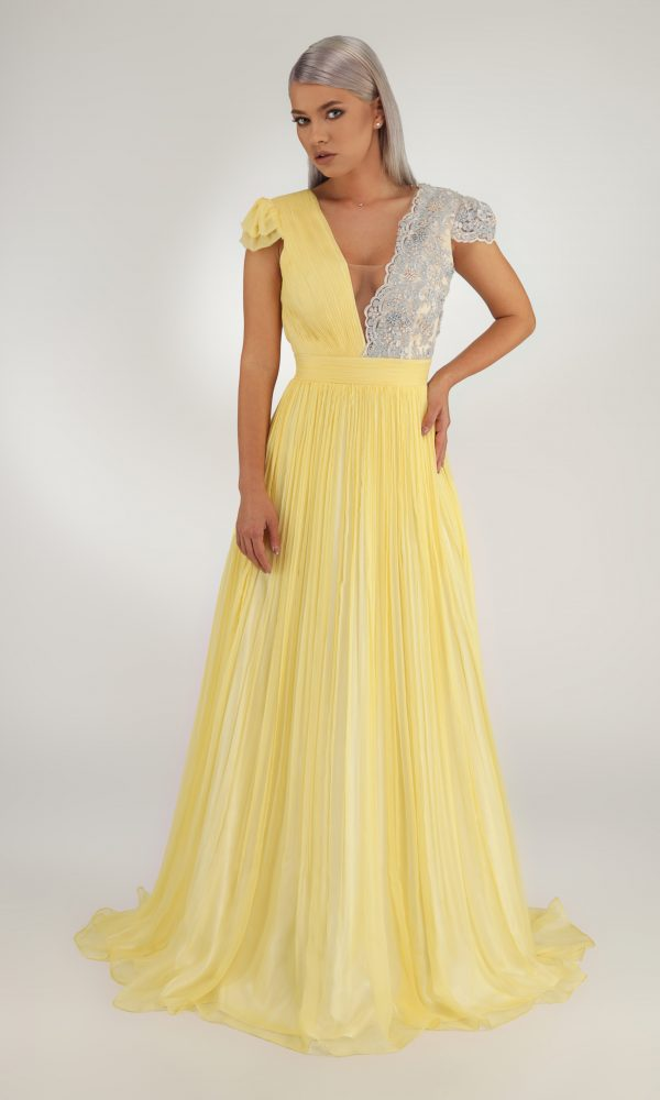 Melanie dress - Silk dress. Built in a corsage: one side with hand-made silk folds and the other side with beadslace.